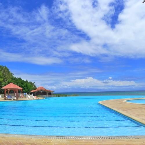 Le domaine de l' Anse des Rochers, à coté de St François possède une des grandes piscines à débordement de Guadeloupe