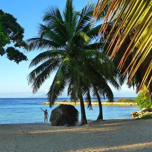 Location vacances Anse des Rochers, la plage à côté de la station balnéaire de Saint-François
