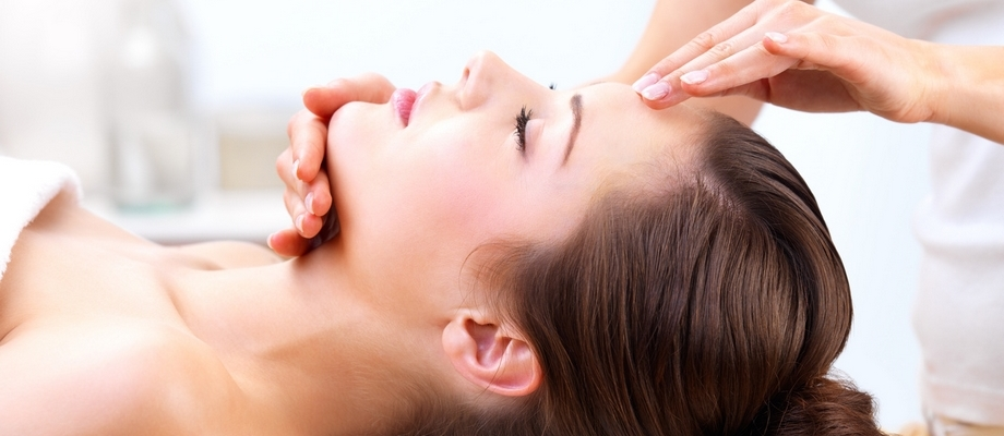 Massage tête femme